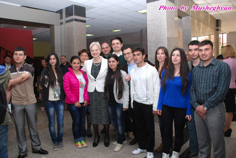 Dr. Eleni Theocharous with YSMU students
