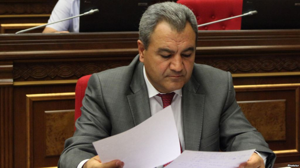 Ishkhan Zakarian attends a parliament session. (photo:azatutyun.am)
