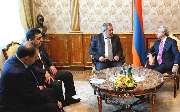 (L-R) ARF-D MPs Aghvan Vardanyan, Armen Rustamyan, ARF-D Bureau chairman Hrant Margaryan and President Serzh Sargsyan