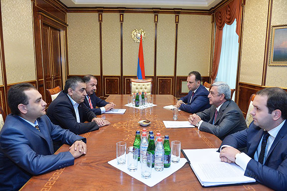 ARF-D representatives (left) discuss constitutional reforms with President Sargsyan (middle right) and his advisers