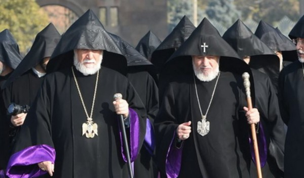 Catholicoi Aram I and Karekin II in Armenia
